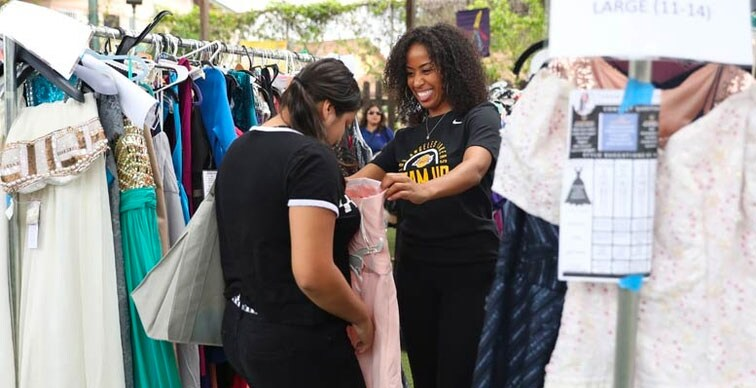 Lakers Staff Teams Up to Provide Students Outfits for Prom, Graduation