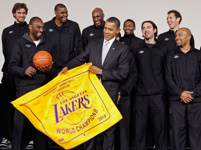 4ade816f83e U.S. President Barack Obama (C) receives an autographed championship flag  and basketball from (