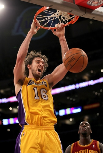 4e4513166 The Los Angeles Lakers humiliated the Cleveland Cavaliers while sending  them to their 11th straight loss