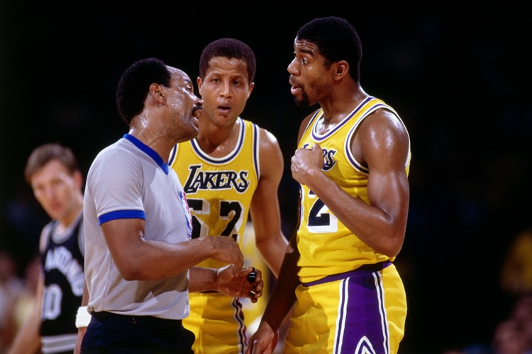 615c157c74a Magic Johnson #32 and Jamaal Wilkes #52 of the Los Angeles Lakers talk with