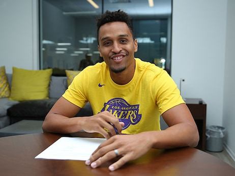 Lakers Sign Reggie Hearn
