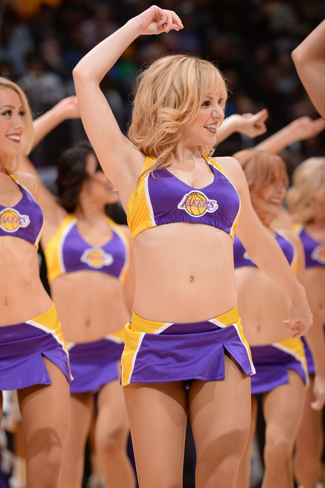 naked-laker-cheerleaders-connelly-pussy-open