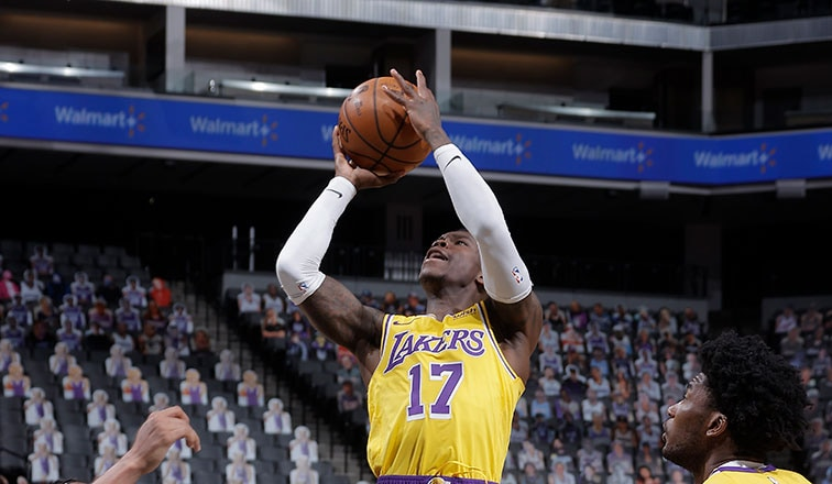 Dennis Schröder in the lane against Sacramento