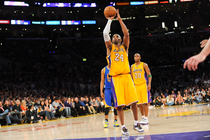 Kobe Bryant Shoots Free Throws