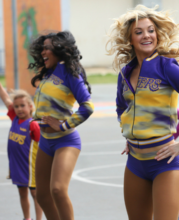 Laker Girls Hold Dance Clinic at Edison Elementary
