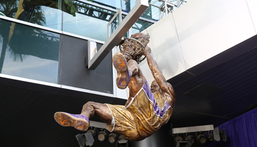 Fans, Legends and Teammates Gather for Shaq Statue Unveiling