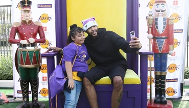 Players Bring Cheer at Annual Lakers Holiday Party for Kids