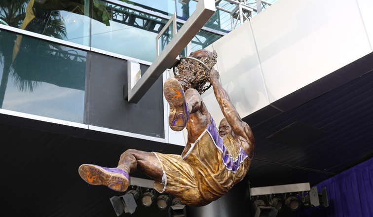 Image result for shaquille o'neal statue Lakers