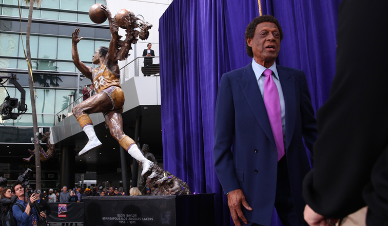 Lakers honor Elgin Baylor with bronze statue at Staples Center