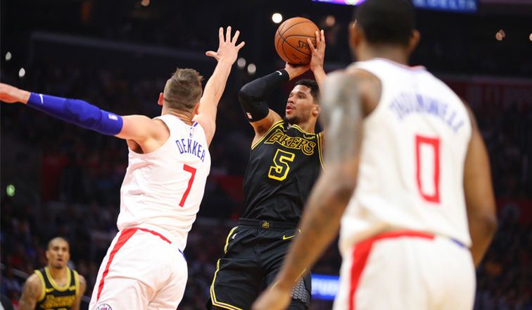 b4f2260e1 Lakers Stomp Clippers in Season Finale