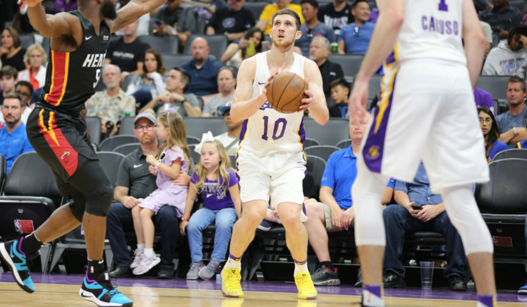 9a12d94cd1d 3 Things to Know  Lakers vs. Warriors (California Classic)