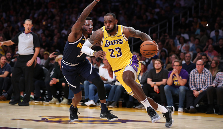 8af3292f6e7 LeBron Thrills in STAPLES Center Debut