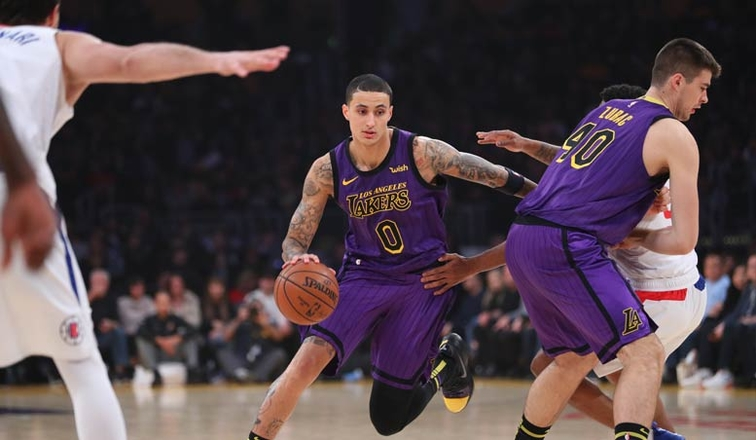 undermanned lakers fall due to extended drought versus clippers