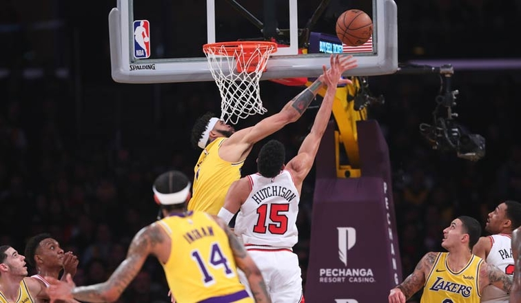 Ball scores 19 as Lakers deal Bulls eighth straight loss | AP sports