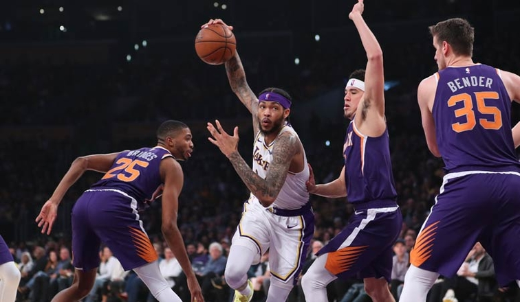 4ac5627c294 Lakers Overcome Injuries for Win Over Suns