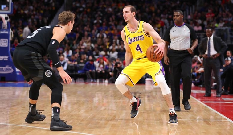 3-Point Line Costs Lakers in Loss to Detroit
