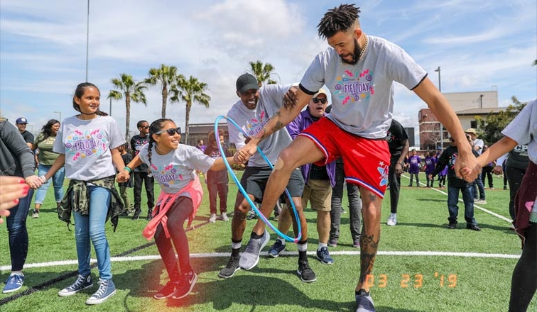 Lakers Players, Celebrities Team Up for '90s-Themed Field Day for Local Kids