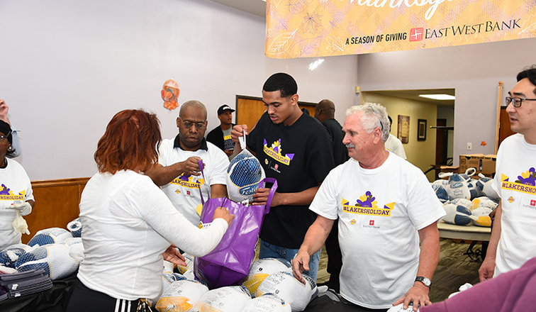 Staples center lakers giveaways