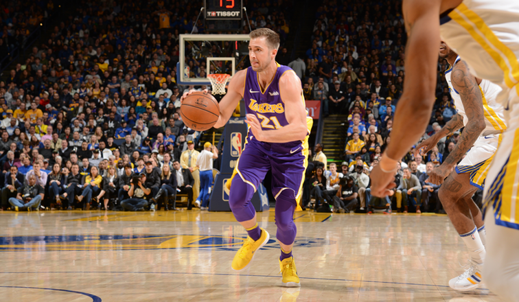 Lakers set to sign Travis Wear for the rest of the season