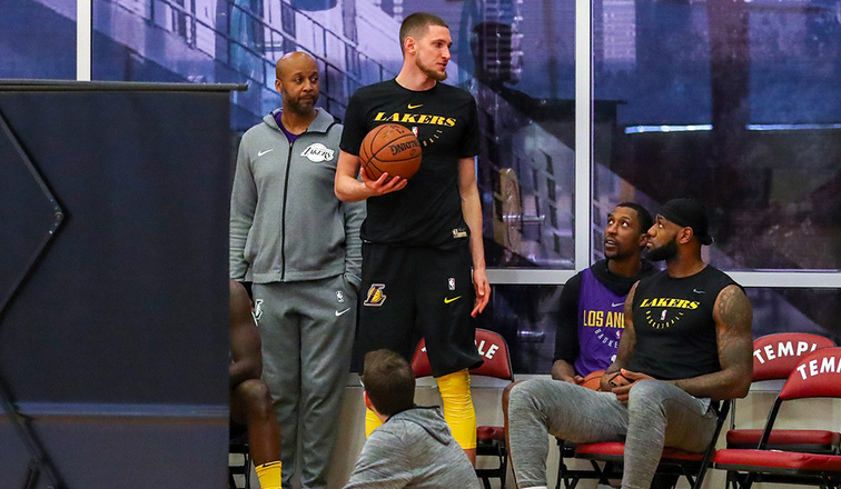 b0521da3a New Lakers Bullock and Muscala Set to Debut in Philly