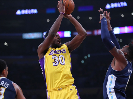 Lakers Trio Takes Turns Heating Up in Win