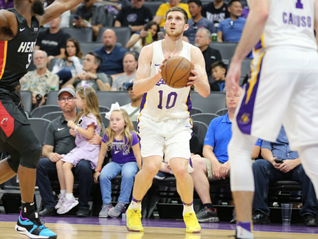 3 Things to Know: Lakers vs. Warriors (California Classic)
