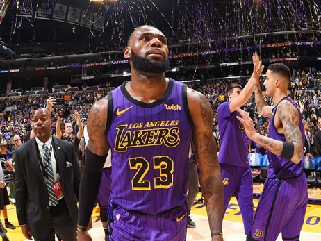 Lakers Teammates Congratulate LeBron on Joining Top 5 Scorers of All-Time