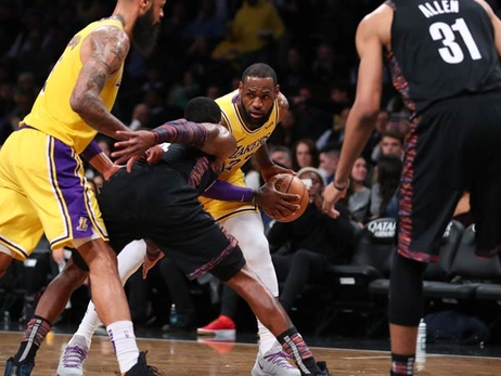 Shorthanded Lakers Fall in Brooklyn Despite James' 36 Points
