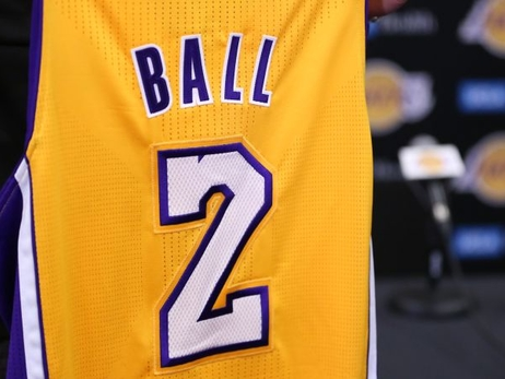 Johnson, Lakers buscan recuperar la magia con Lonzo Ball