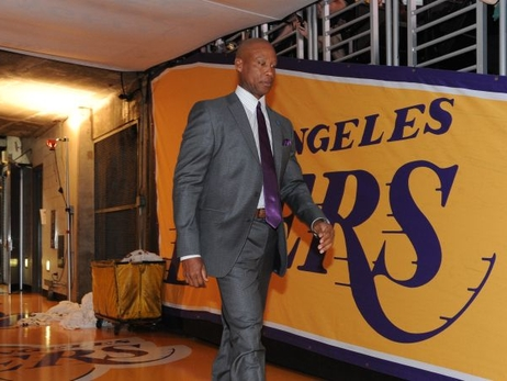 Lakers deciden no retener al entrenador Byron Scott