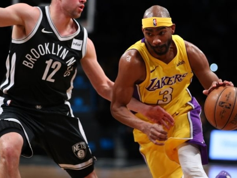 Lakers cortan al alero Corey Brewer