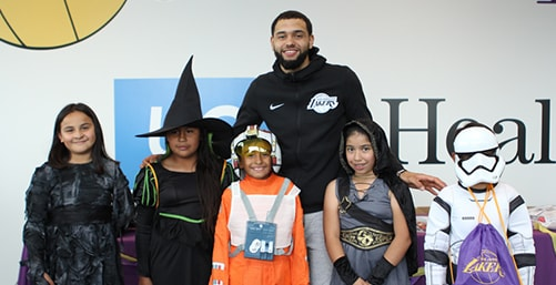 Lakers and Playworks Host Trick-or-Treat