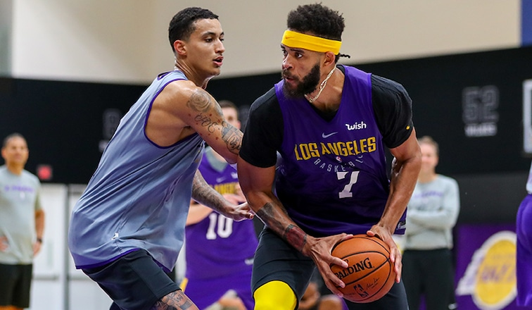 JaVale McGee and Kyle Kuzma battle at practice