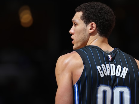 Aaron Gordon Donates to Foundation for OCPS' Homeless Education Fund