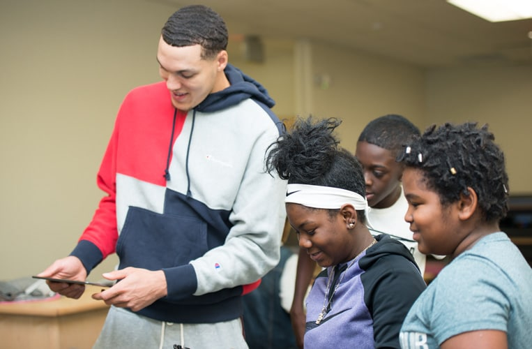 Gordon Provides STEM Learning Opportunities to Underserved Youth