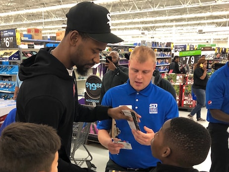 Ross and Pepsi Take Youth on Holiday Shopping Spree