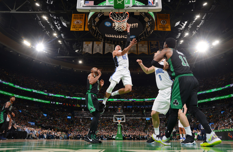 Celtics guard leaves game vs. Magic with hip contusion