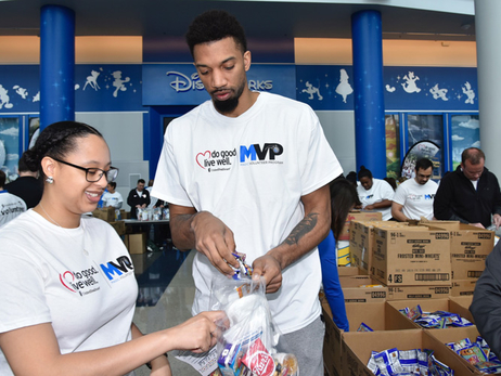 Birch and Briscoe, Entire Magic Staff and UnitedHealthcare Fight Hunger in Central Florida