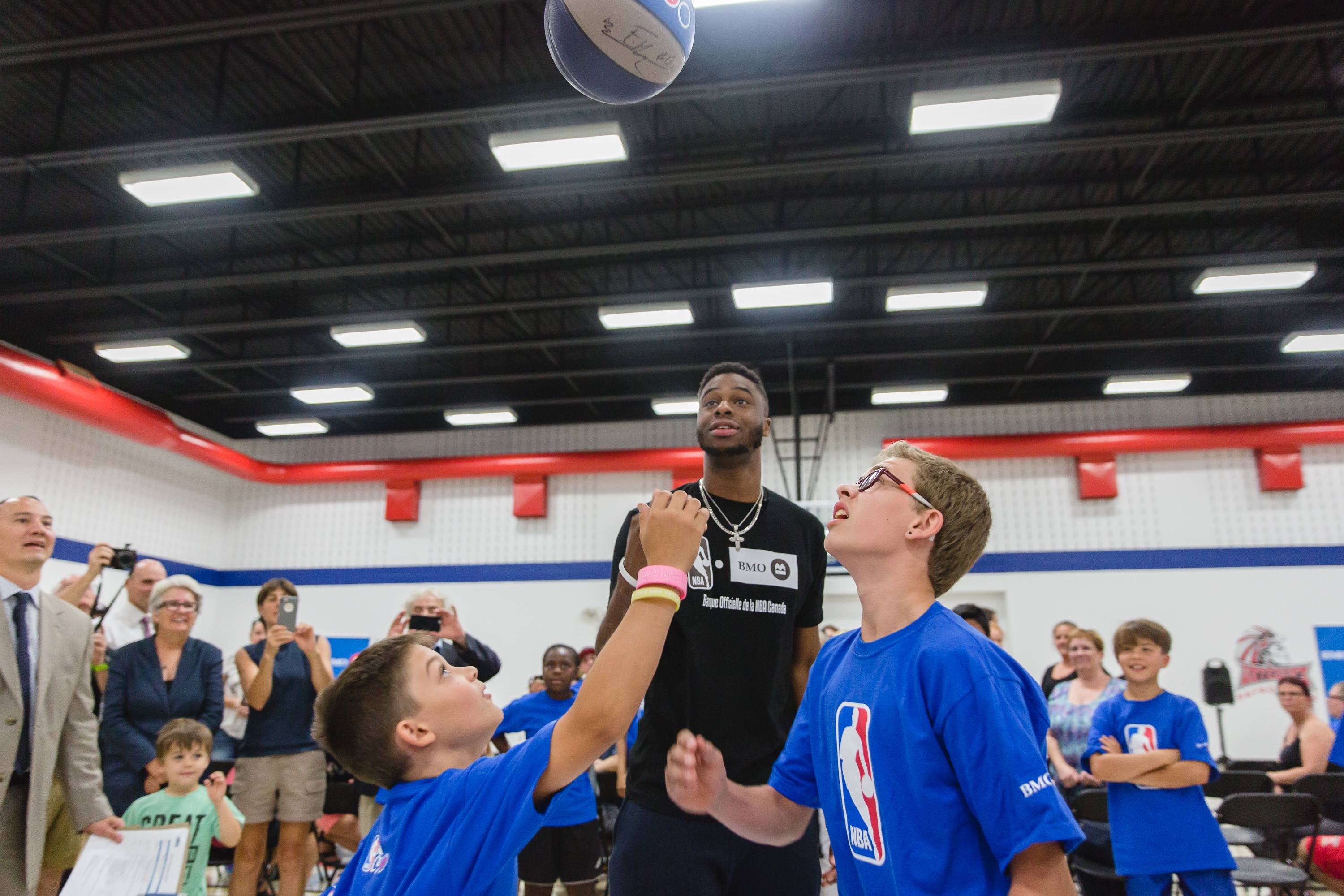 Emmanuel Mudiay Helps Unveil a Newly Refurbished Basketball Court in Qubec City