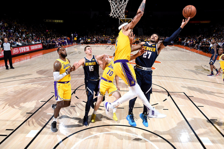 LeBron's Staples Center debut thrills Lakers fans