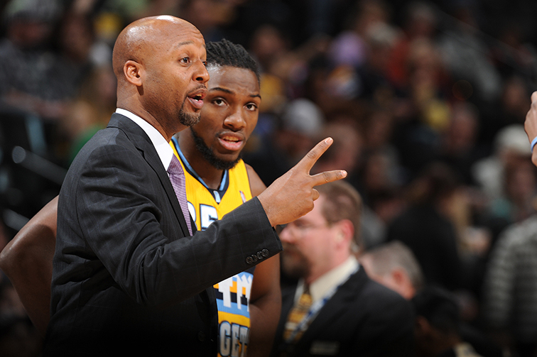 Nuggets coach Brian Shaw recovering from knee surgery