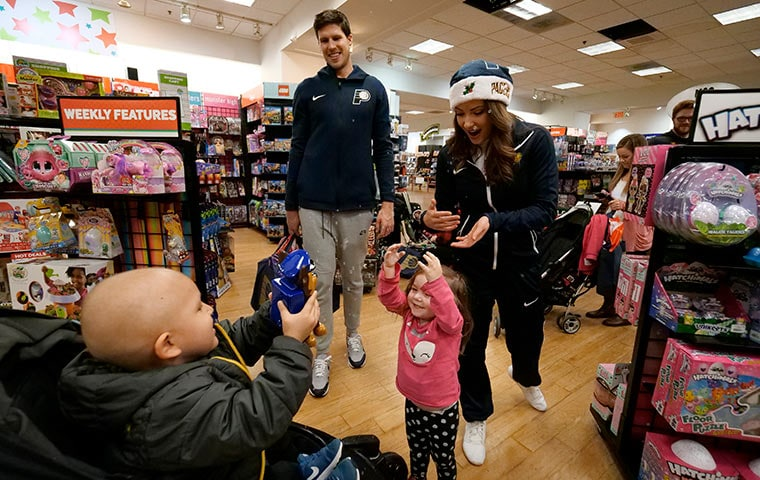 Players Spread Holiday Cheer at Shop with the Pacers