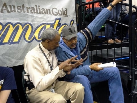 Mel Daniels and Darnell Hillman during a game