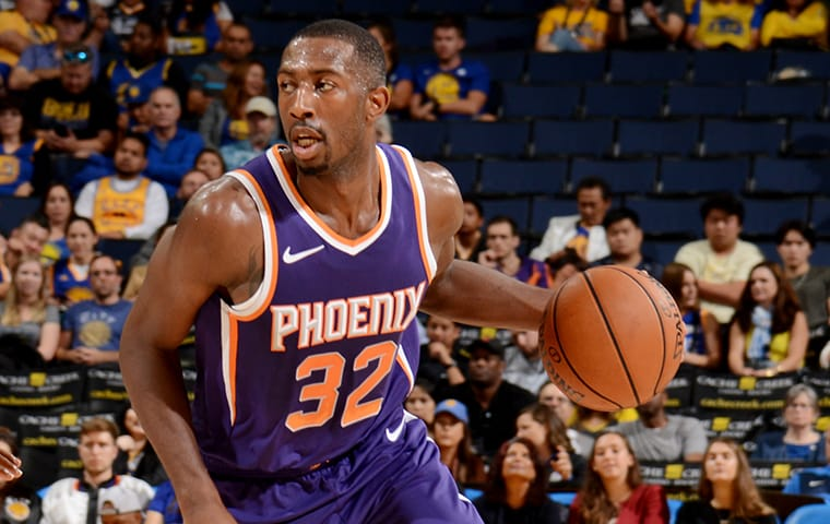 Pacers Sign Davon Reed