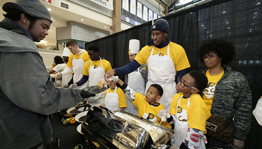 "Pacers Spread Holiday Cheer at ""Come to Our House"" Dinner"