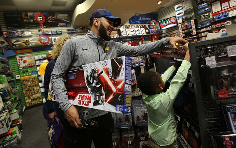 Holiday Cheer on Full Display at Shop with The Pacers | Indiana Pacers