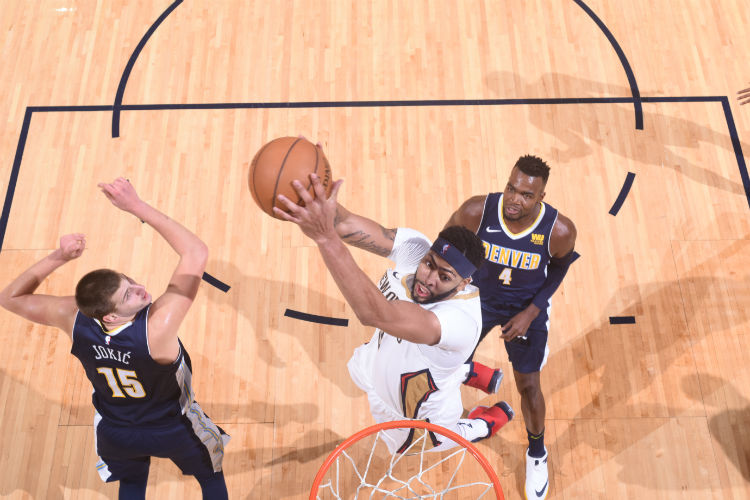Anthony Davis leaves Friday's game at Denver due to concussion