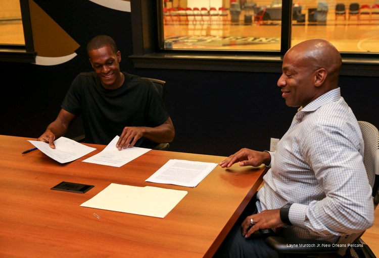 First Look: Rajon Rondo signs with the Pelicans