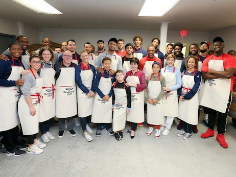 Pelicans Thanksgiving Assist at the New Orleans Mission