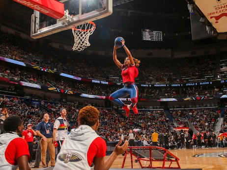 Pelicans vs. Clippers Entertainment Photos | 2019-20 Game 43
